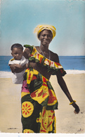 AFRIQUE,AFRICA,CAMEROUN,cameroon,enfant Et Femme Heureuse,bord De Mer,photo HOA-QUI,rare - Cameroun