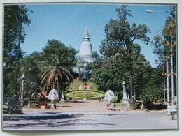 Wat Phnom /  Cambodia - Cambodge