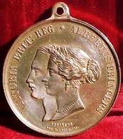 MEDAILLE 1855 RECEPTION ET SEJOUR EN FRANCE DE LA REINE  D'ANGLETERRE , 35 Mm, OLD MEDAL QUEEN VICTORIA - Royal / Of Nobility