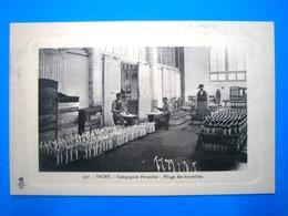 CPA   VICHY-COMPAGNIE FERMIERE-PLIAGE DES BOUTEILLES-RARE-ANIMEE - Vichy