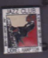 PIN'S - ILE DE LA REUNION - JAZZ CLUB LE MERIDIEN  LIONEL HAMPTON PARIS ETOILE - Music