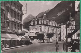 65 - Cauterets - La Place De La Mairie - Au Fond Le Viscosse - Editeur: Chantecler N°1707 - Cauterets
