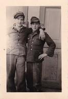 Foto 2 Junge Männer In Uniform - 2. WK - 7,5*5cm (35116) - Guerra, Militares
