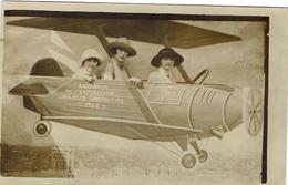 Carte Photo - Souvenir De L'Exposition Des Arts Decoratifs De 1925 - Au Dos : Mémé Et Ses Copines à La Fête De Chantilly - Vari