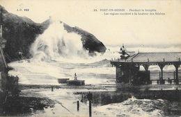 Port-en-Bessin - Pendant La Tempête, Les Vagues Montent à La Hauteur Des Falaises - Carte N° 182 Non Circulée - Port-en-Bessin-Huppain