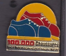 2 PIN'S DIFFERENT - ILE DE LA REUNION - MAGASIN  - 100.000 CHAUSSURES - ST DENIS - Ciudades