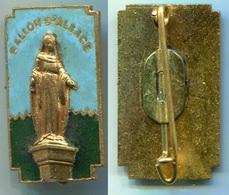 325 - ANCIEN INSIGNE EMAILLE AUGIS SKI MONTAGNE RELIGIEUX VIERGE BALLON D ALSACE - Non Classificati