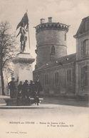 Cp , 18 , MEHUN-sur-YÈVRE , Statue De Jeanne D'Arc Et Tour De Charles VII - Mehun-sur-Yèvre