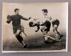 Rugby  Match P.U.C-Grenoble à Charlety En 1951 Photo Presse 180x240 - Sports