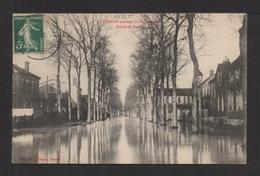 CPA . Dépt.27. VERNON . Pandant Les Inondations, Route De Rouen . - Vernon
