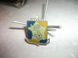 Rare Insigne Du 172 ° Des Enfants De Dalat Fabrication Locale , N°1 - Armée De Terre