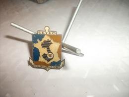 Rare Insigne Du 172 ° Des Enfants De Dalat Fabrication Locale , N°2 - Armée De Terre