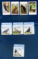 - Etat : **  Romania  8 Timbres Oiseaux Pics    Cl Animaux 313 - Climbing Birds