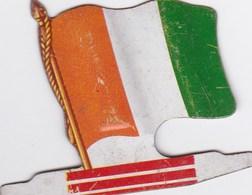 Figurine Publicitaire Biscuits L'Alsacienne Petit-Exquis - Drapeau - Côte D'Ivoire - Années 60/70 - Tôle - Africorama - Publicidad