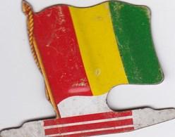 Figurine Publicitaire Biscuits L'Alsacienne Petit-Exquis - Drapeau - Rép. De Guinée - Années 60/70 - Tôle - Africorama - Publicidad