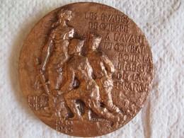Médaille Cinquantenaire Des Evadés De Guerre 1917 1967 Gravée Par F. LOURAT - France