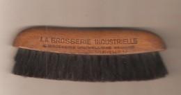 Petite BROSSE A HABITS -  LA BROSSERIE INDUSTRIELLE & Brosserie Bruxelloise Réunies ISEGHEM - 13 Cm De Long - Outils