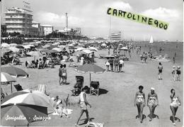 Marche-senigallia Spiaggia Veduta Animata Affollatissima Spiaggia Bagnanti Ombrelloni Pattino Barca Vela Anni 50/60 - Senigallia
