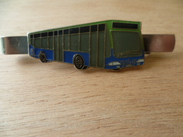 EPINGLE A CRAVATE CAR BUS AUTOCAR  MERCEDES - Transportation