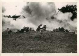 100618 - PHOTO DE PRESSE 1938 Manoeuvres Dans Le Doubs Soldats Infanterie Fusil - Guerre, Militaire