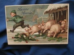 Carte Relief, Gaufrée  Cochons  Enfant Qui Court Laissant Un Panier De Bouteilles De Vins, Trèfles  Bonne Année - R188 - Nouvel An