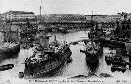 "CPA BREST - PORT MILITAIRE - SORTIE DU CUIRASSE ""FORMIDABLE"" - Brest"