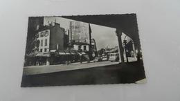 Cp Paris  Place De Stalingrad Angle Faubourg Saint - Martin Et Boulevard De La  Villette ( Tabac ) - Places, Squares