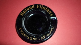 CENDRIER  CHAMPAGNE ROLAND FLINIAUX AY  MARNE   ****   A   SAISIR ***** - Cendriers