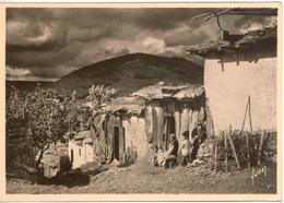 Cpsm MAROC  AZROU Village Berbère ,animée , Carte Grand Format , édition De Luxe Yvon - Marruecos