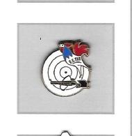 Pin's  Sport  F.F.TIR, FEDERATION  FRANÇAISE  DE  TIR  Avec  Un  Animal  COQ  Tricolore  Et  FUSIL  Court - Badges