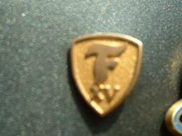 PIN'S PNEU FIRESTONE - 15 ANS - Badges