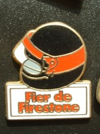 PIN'S PNEU FIRESTONE - FIER DE FIRESTONE - CASQUE NOIR - Badges