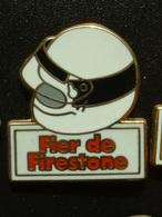 PIN'S PNEU FIRESTONE - FIER DE FIRESTONE - CASQUE BLANC - Badges