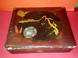 ANCIENNE BOITE JAPONAISE LAQUÉE EN BOIS TRÈS BEAU MOTIF OISEAUX ET PAYSAGE - Boxes