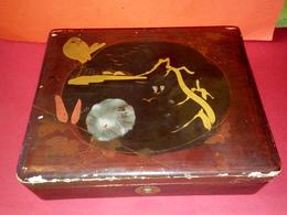 ANCIENNE BOITE JAPONAISE LAQUÉE EN BOIS TRÈS BEAU MOTIF OISEAUX ET PAYSAGE - Boîtes/Coffrets