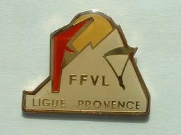 PIN'S FFVL - FEDERATION FRANCAISE DE VOL LIBRE - LIGUE PROVENCE - Badges