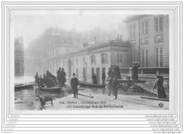 75007 - PARIS - Inondation 1910 - Un Sauvetage Rue De Bellechasse - Arrondissement: 07