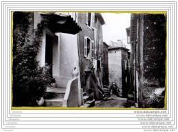 83 - AUPS - Vieille Rue Provencale Et Fontaine St Joseph (cpsm 9x14 Cm) - Aups