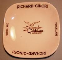 005 POSACENERE PORCELLANA RICHARD GINORI HOTEL GABBIANO LATINA LIDO Posacenere Quadrato (cm 10 X 10) Con Angoli Arrotond - Porcelain