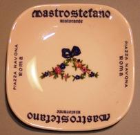 006 POSACENERE PORCELLANA RICHARD GINORI RISTORANTE MASTROSTEFANO ROMA Posacenere Quadrato (cm 10 X 10) Con Angoli Arrot - Porcellana
