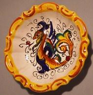 007 PIATTINO CERAMICA DERUTA Piattino Diametro Cm 12,5 Decorato Con Motivi Tipici Ornamentali Delle Ceramiche Di Deruta - Porcellana