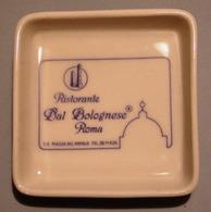 009 POSACENERE PORCELLANA RICHARD GINORI RISTORANTE DAL BOLOGNESE ROMA Posacenere Quadrato (cm 10 X 10). Decorato Con Il - Porcellana