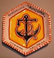 012 POSACENERE CERAMICA CECCONI CASTEL VISCARDO Posacenere ESAGONALE (cm 12,5 X 14,5) In Ceramica Realizzato Dal Laborat - Porcellana