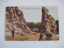 CPA  50 CHERBOURG La Roche Qui Pend  19..  Animée  T.T.B.E - Cherbourg