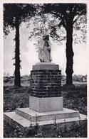 Aarschot, Standbeeld Het Begijntje, Beeldhouwer Tony Blickx (pk47022) - Aarschot