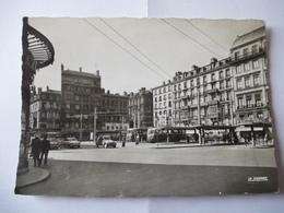 SAINT-ETIENNE : PLACE DORIAN Troleybus, Bus, Citroen 2 CV, Renault, Dauphine En 1960 - Saint Etienne