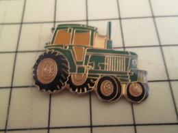 715B Pin's Pins / RARE & BELLE QUALITE / THEME : TRANSPORTS / ENGIN AGRICOLE TRACTEUR VERT - Transportation