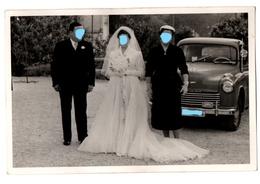 FOTO FOTOGRAFÍA OLD PHOTO GRUPO DE PERSONAS PADRINOS ? Y NOVIA CON COCHE DE ÉPOCA FORD ? SEAT ? JEEP? WEDDING, CAR VER - Personas Anónimos