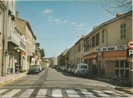 PA27-13) LES PENNES MIRABEAU - L'AVENUE VICTOR  HUGO ET LE BAR TABAC  - (VOITURE - AUTO - MOBYLETTE - (2 SCANS) - France