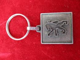 Automobile/PEUGEOT/Société Nouvelle Garage De L'Ouest/CAER Normanville/ EVREUX/Bronze Estampé Brossé/ Vers 1980   POC278 - Porte-clefs